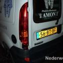 Auto knalt tegen geparkeerde auto St. Rochusstraat en rijdt door