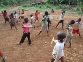 Tennissen voor kinderen in Afrika