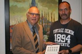 16-05-2013 Overhandiging postzegel Ospeldijk