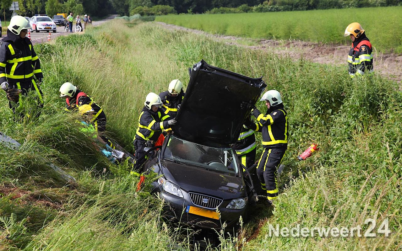 Aanrijding twee personenauto's Staldijk in Heibloem (Foto's + Video)