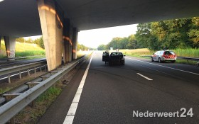 Auto spint op A2 bij Nederweert 3282