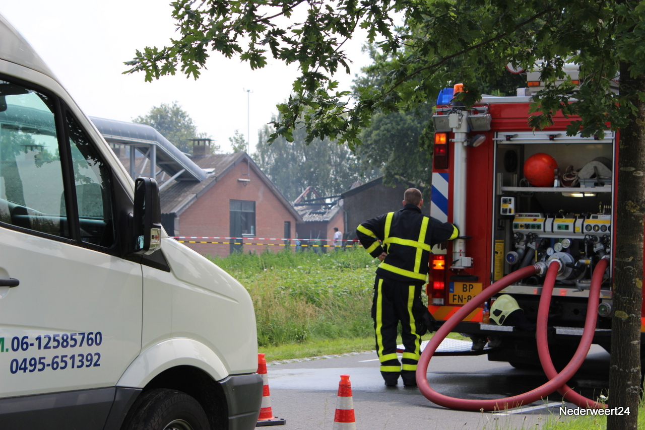 Grote brand in kippenstal Kelpen-Oler (Foto's)