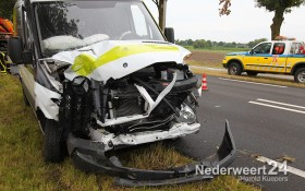 Ongeval Roermondseweg Weert vier auto's achter op elkaar 112013-07-26