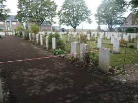 Diefstal kunstgras en planten begraafplaats