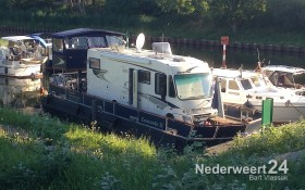 Camperboot in passantenhaven Nederweert