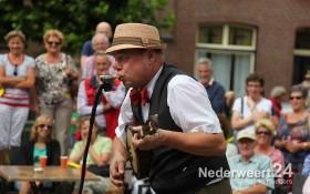 2013-08-08 Straat Theater Nederweert Kerk 065