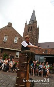2013-08-08 Straat Theater Nederweert Kerk 072