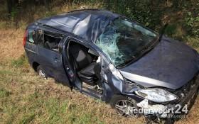 Ongeval A2 Auto in de sloot. Een persoon bekneld