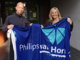 Foto Bert van Dijk en Monique Derrez met vlag Philips van Horne SG