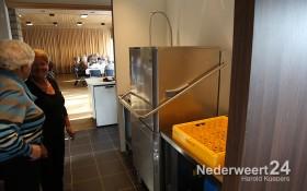 2013-10-31 Open eettafel Budschop opening keuken St Rochus 1749
