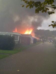 Caravan volledig uitgebrand Helden