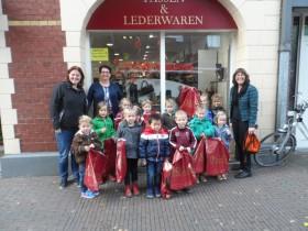 Kids uit Ell op bezoek bij Bollen Modeschoenen3