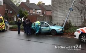 Auto tegen lantaarnpaal Boshoven Weert
