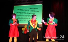 2013-11-16 winnaar  Ni-jwieërter Vastelaovundj Schlagerfestival Pinmaekers 2043