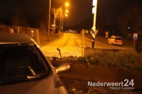 Auto vliegt op rotonde Nederweert 9