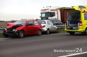 Ongeval A2 Nederweert, twee auto's in de vangrail