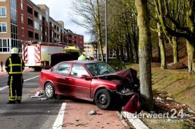 Ongeval Kerkstraat auto tegen boom Weert