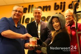 Aanbieding voedselpakket Enderhoof Winter Festijn aan Voedselbank Weert