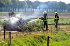 Brandweer blust 2 kleine brandjes-005