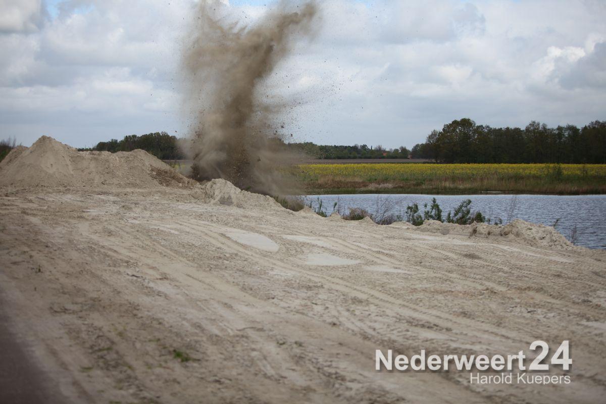 Brisantbom tot ontploffing gebracht in Nederweert Eind (Foto's + Video)