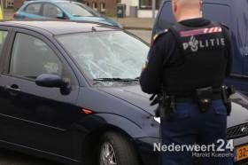 Ongeluk fietser auto op parkeerplaats Dries