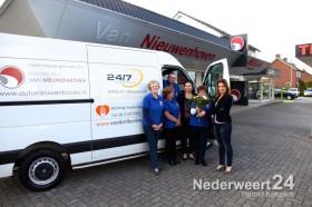 Nieuwenhoven Voedselbank krijgt bus