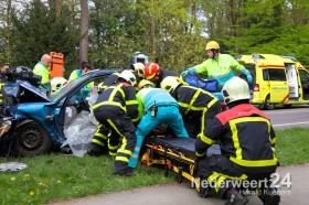 Ongeval N279 Heythuysen twee auto's frontaal op elkaar. Twee zwaar gewonden