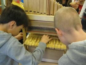 orgelbouwers op school De Schrank in Ospel4