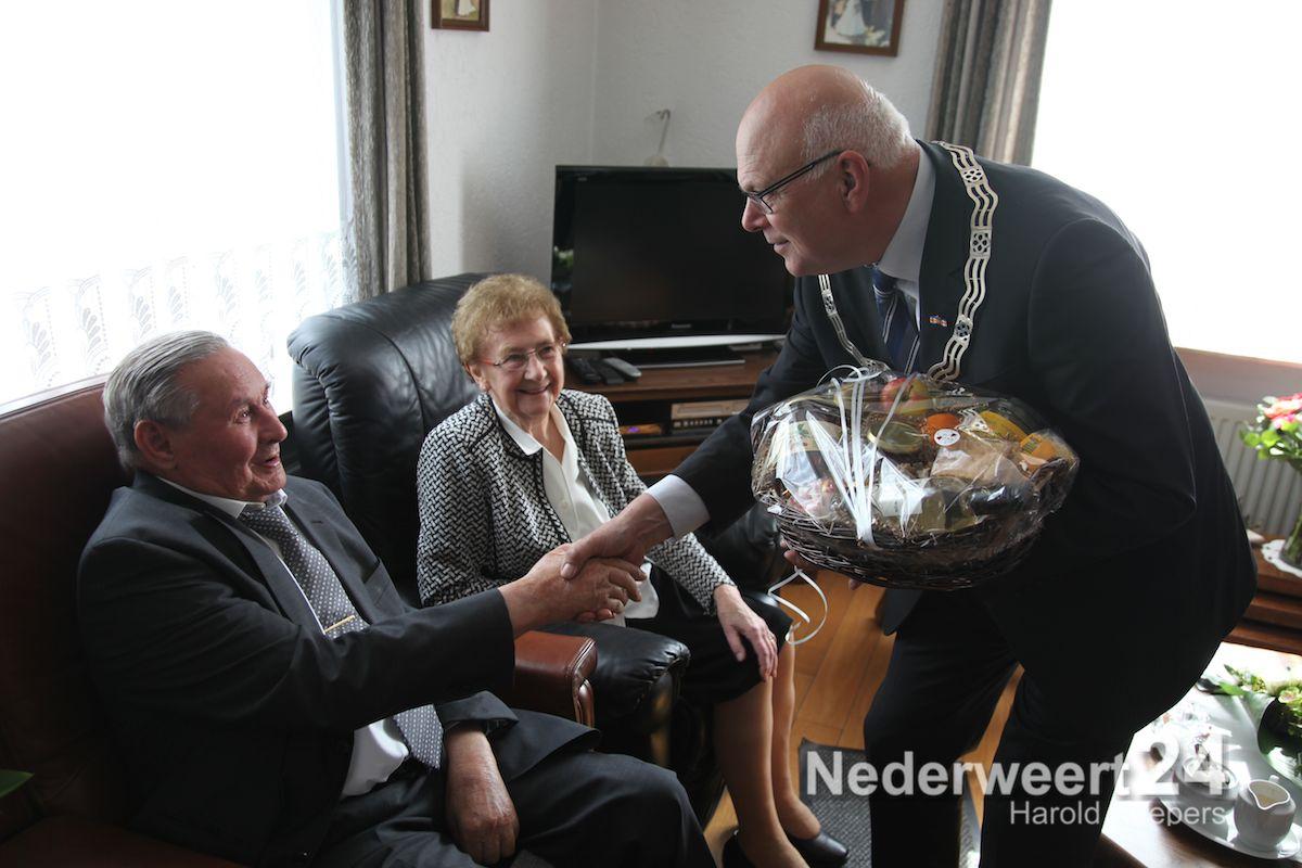 College bezoekt diamanten bruidspaar Jacobs-van de Moosdijk in Ospel