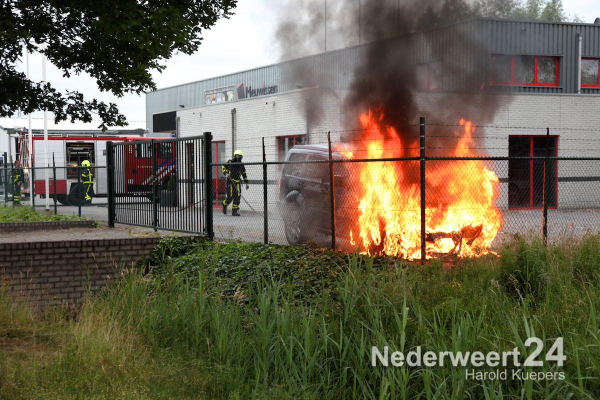 De Graaf Weert.Autobrand Oude Graaf Weert Nederweert24