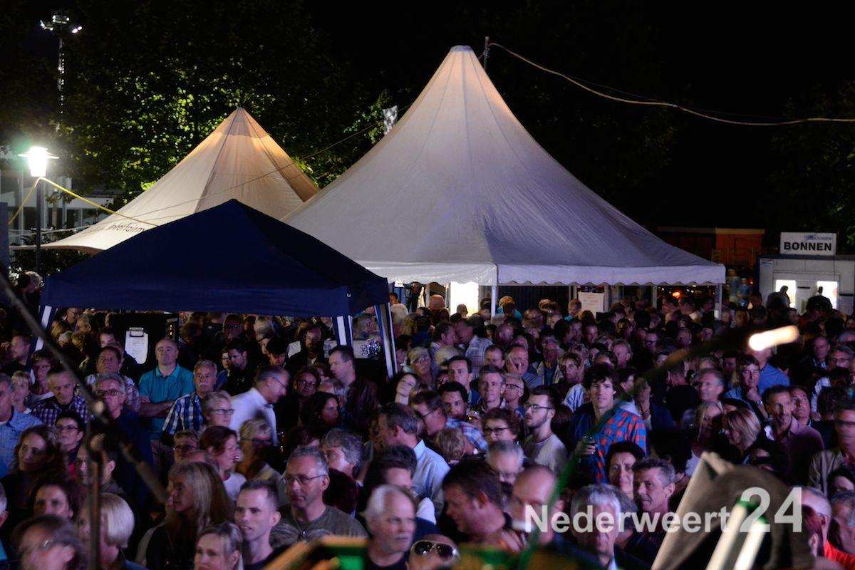 Het publiek vermaakt zich prima tijden Festeynderplein (Foto's)