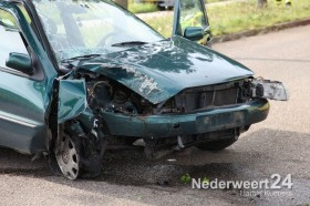 Ongeval Grathemerweg Kelpen-Oler auto tegen boom