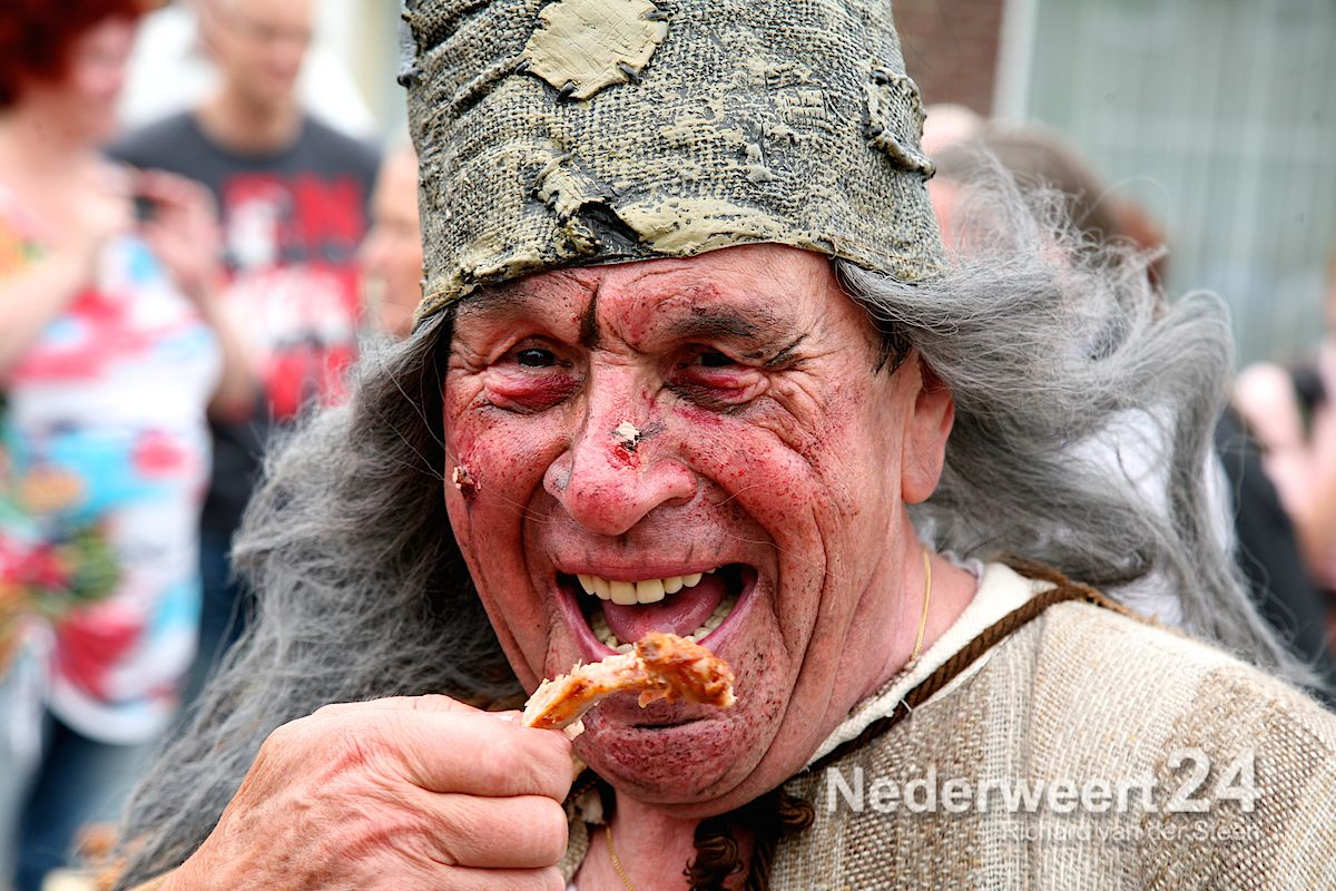 """Festeynder: """"Macht en pracht""""(Foto's)"""