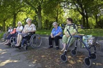 ouderen met rolstoel