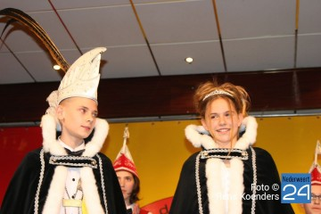 Jeugdprinsenpaar Vlikkestaekers Ospel