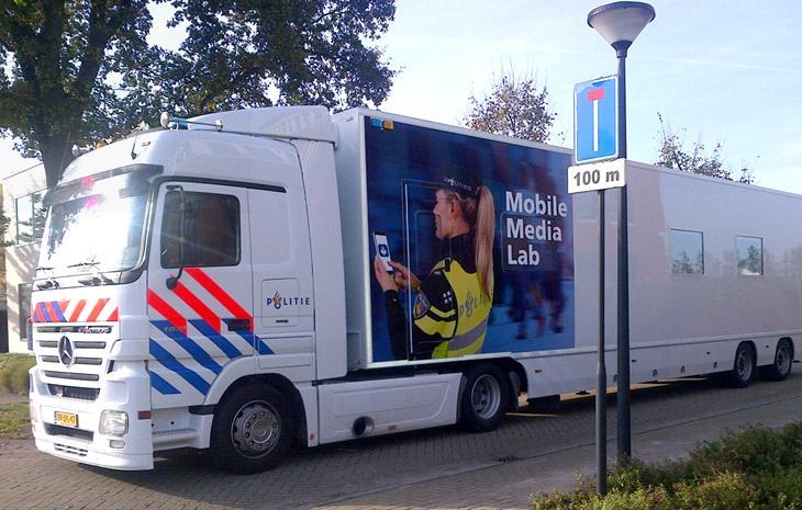 mobile media lab van de politie naar weert nederweert24. Black Bedroom Furniture Sets. Home Design Ideas