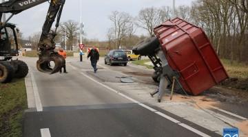Ongeval N280 Roermondseweg aanhanger op zijkant