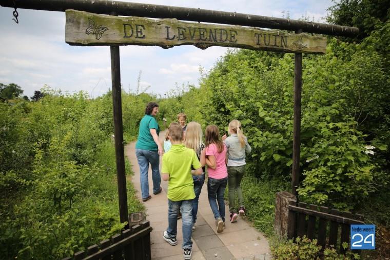 Kinderen Klimop naar Vlindertuin Bosserhof 3905