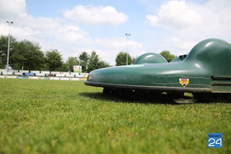 robot grasmaaier voetbalvelden Eindse Boys 3884