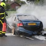 Autobrand Nederweert brandweer blusser