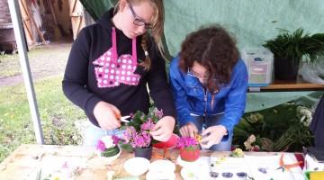 Leerlingen Citaverde helpen bijLeerlingen Citaverde helpen bij Bloemenfestijn Eynderhoof