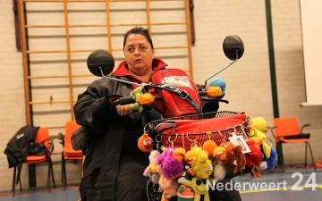 """Scootmobiel training Nederweert Gisteren werd voor de tweede keer een scootmobieltraining gegeven in sporthal """"De Bengele"""" in Nederweert."""
