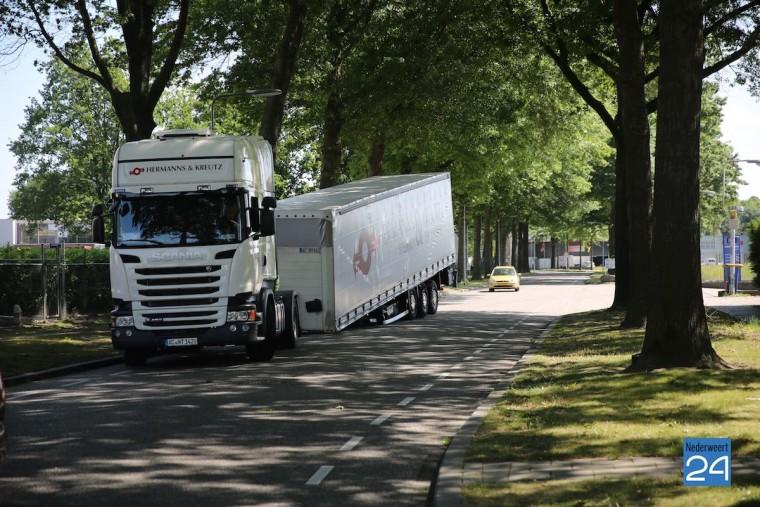Vrachtwagen verliet oplegger Weert 4370