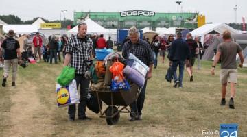 Parkeren, camping, food en mobieltjes op Bospop (Foto's)