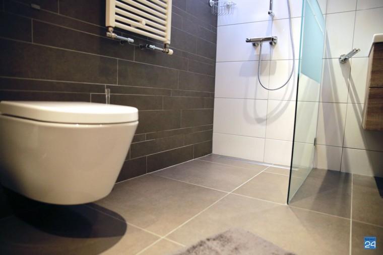 nieuwe tegels voor een badkamer op strateris nederweert24