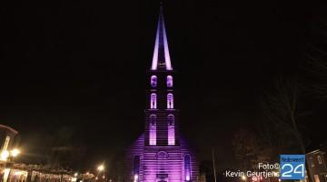 Kerktoren in de spotlights