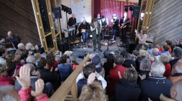 21Boeket Blues Band opent in Peelboerderij
