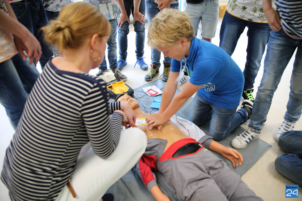 Paulien en Antoine voor de klas bij BS De Schrank in Ospel ...