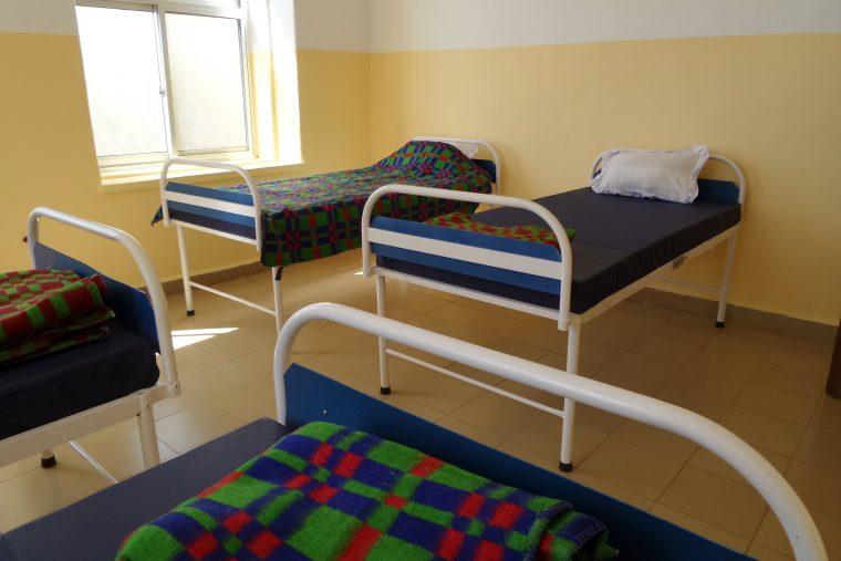 Nieuwe ziekenhuisbedden St. Anna's Health Centre Uwemba - jun 2016