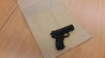 Man met nepvuurwapen aangehouden
